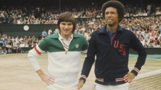 Артър Аш печели Уимбълдън през 1975-а, надделявайки над 10 години по-младия от него Джими Конърс.