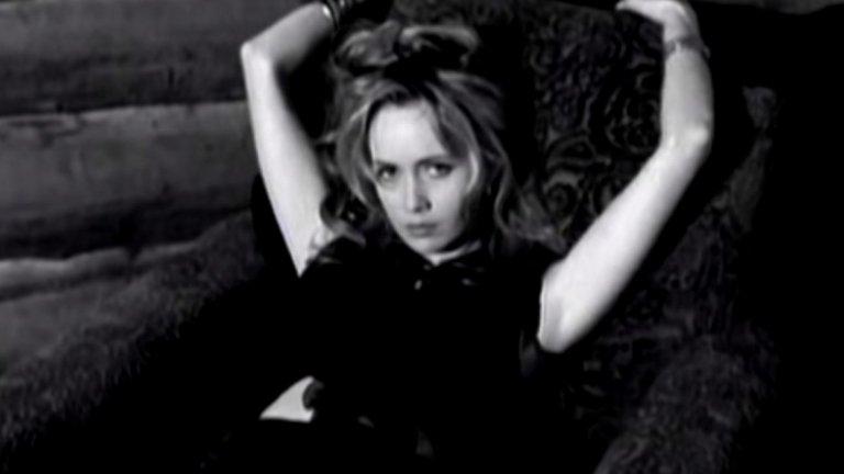 Depeche Mode - I feel you  Почувствайте човека до себе си, чуйте как сърцето му пее и се отправете на пътешествие към рая с него... и тази песен на Depeche Mode.