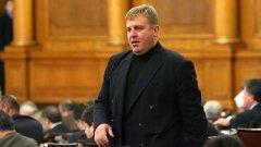 """ГЕРБ поискаха спешни промени в Изборния кодекс, сред които да отпадне тавана от 35 избирателни секции в чужда държава, както и да се промени методиката на вота при отчитането на отрицателния вот """"Не подкрепям никого"""". Красимир Каракачанов заяви, че ако това стане, Патриотичният фронт ще оттегли подкрепата си за кабинета """"Борисов"""""""