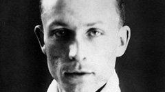 """През август 1944 г. Вилаплан е осъден от трибунала на Сена за предателство към френския народ и за варварски действия. Така капитанът на """"петлите"""" отпреди войната е разстрелян точно на Коледа."""