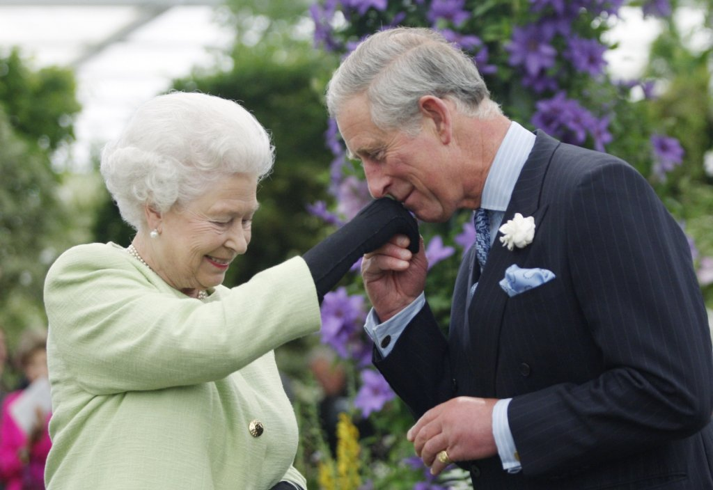 ...или не съвсем  Това правило не важи в случай, че Елизабет II, която вече впечатлява със своето дълголетие, надживее собствения си син. В случай, че Чарлз почине преди майка си, то Уилям става престолонаследник.