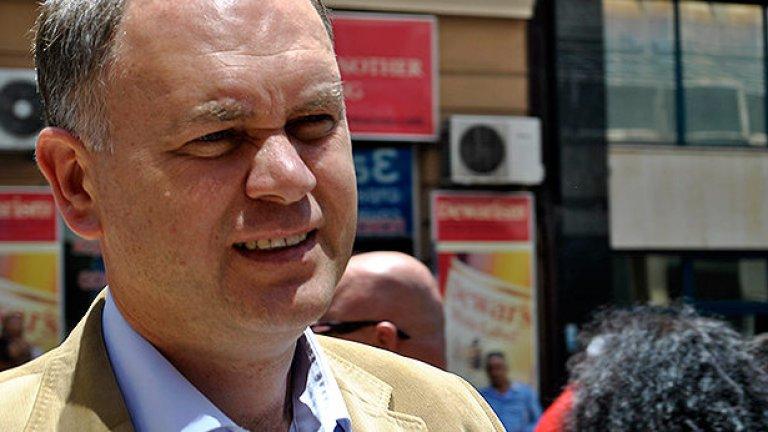 Във вторник Кадиев обяви пред колегите си в парламентарната група намерението си да се кандидатира за кмет