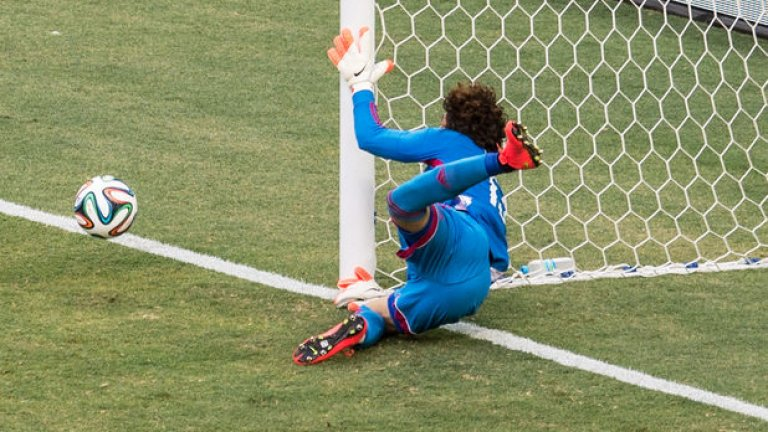 Гилермо Очоа спаси и неспасяемото срещу Бразилия - 0:0, и е най-голямата надежда на мексиканците в решителния сблъсък с Хърватия.