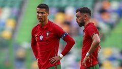 """В Юнайтед Фернандеш е основен изпълнител на свободните удари и дузпите, които по традиция се падат на Кристиано за """"мореплавателите"""". Така, когато Португалия получи шанс да изпълнява 11-метров наказателен удар срещу Унгария, никой не се съмняваше кой ще застане зад топката."""