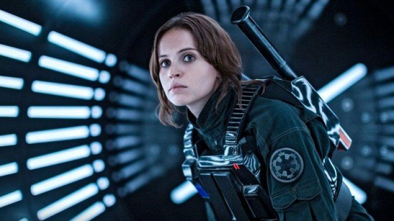 """В първия spin-off на Междузвездни войни """"Rogue One: История от Междузвездни войни""""- Фелисити Джоунс в ролята на Джин води група въстаници в едно невъзможно начинание: те искат да придобият строителните планове на най-могъщото оръжие на Империята, Черната звезда."""