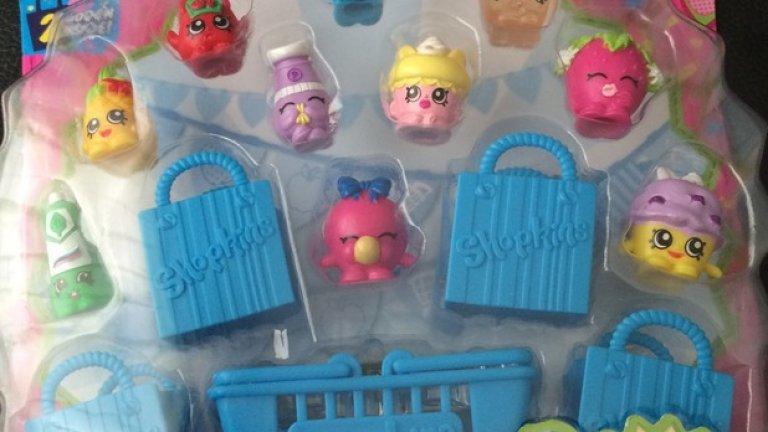 Куклите за колекциониране Shopkins са малки, шарени и сладки и освен това децата имат цели 148 героя, които да събират. Това ги причислява към сигурните коледни подаръци.