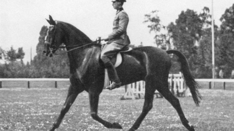 5. Лос Анжелис 1932: Какъв беше този звук? След като печели сребро в конната езда, шведът Бертил Сандстрьом е пратен на последно място за използване на непозволени методи при контролирането на коня - щракайки с пръсти. Сандстрьом обяснява, че това е звукът от седлото, но явно никога няма да разберем цялата истина.