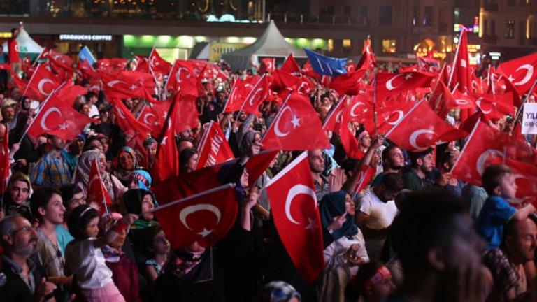 В подкрепа на демокрацията над два милиона души се събраха в Истанбул.