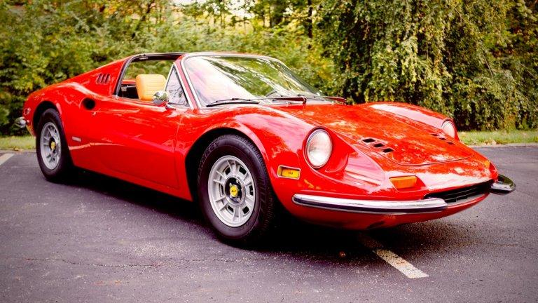 Ferrari DinoНяма как да не включим автомобила, кръстен на покойния син на Енцо Ферари – Дино. Тази кола е създадена изцяло в чест на младия Алфредо, който е насърчавал баща си да създава изключително и само високоскоростни спортни автомобили. Тя е уникална, защото е сред твърде малкото модели на Ferrari, които не са с емблемата-конче на предния капак.