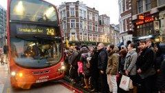 Автобусите в Лондон не успяват да се справят с наплива от пътници (ГАЛЕРИЯ)