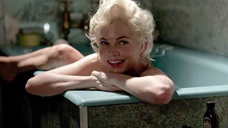 """Филмът се базира на мемоарите на Колин Кларк, който работи като асистент на сър Лорънс Оливие по време на снимките на филма """"Принцът и танцьорката"""". От едната страна на монетата Монро е претенциозна и винаги държаща на нокти екипа на филма, от другата е несигурна и странна жена. Колин описва чудесно двете й състояния, а Мишел ги обиграва чувствено и сексапилно, което й носи номинация за """"Оскар"""". Тази година Мишел влезе в ролята и на друга известна актриса и танцьор – Гуен Вердън. Ролята е за малък екран, за сериала """"Фоси/Вердън"""" и там за пореден път доказва колко много я бива."""