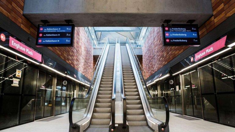 Построени са обществени площади със 150 пейки и 800 дървета, поставени са около 17 нови станции.