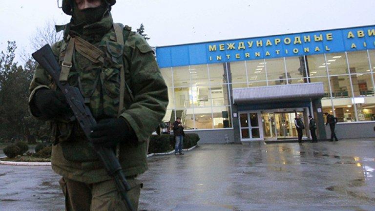 Законът е на силния и на този с оръжието, казва Димитър Кенаров за ситуацията в Украйна