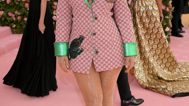 Тя разказва, че е било необходимо да работи два пъти по-усърдно, за да остане част от модния свят заради теглото си.