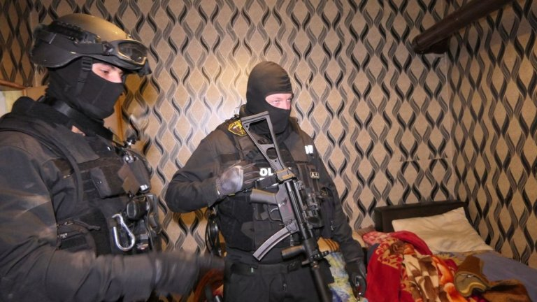 25 души се издирват с европейска заповед за арест като сред тях са и ръководителите на разбитата престъпна група.
