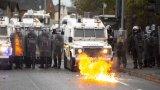Последната седмица северноирландската столица Белфаст отново стана център на размирици и насилие след десетилетия на мир