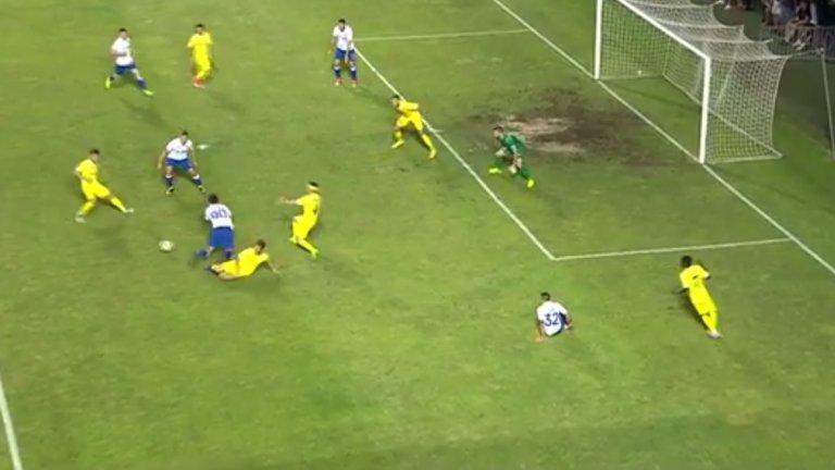 Дузпата в средата на първото полувреме реши мача в полза на Хайдук. А Левски така и не създаде сериозно положение за гол