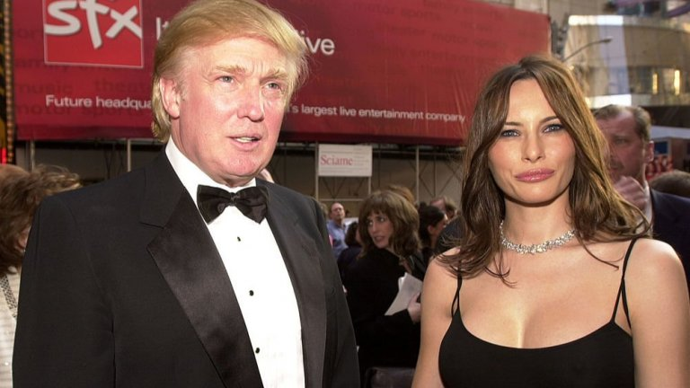 По повод личния й празник, припомняме акценти и снимки от нейния интригуващ живот на словенска имигрантка до първа дама, сбъднала два пъти американската мечта - първо с това, че става милиардерска съпруга, а после и ставайки първа дама на страната, в която отива като имигрант.  Доналд Тръмп и Мелания Кнавс преди тя да стане негова съпруга през 2005 г.