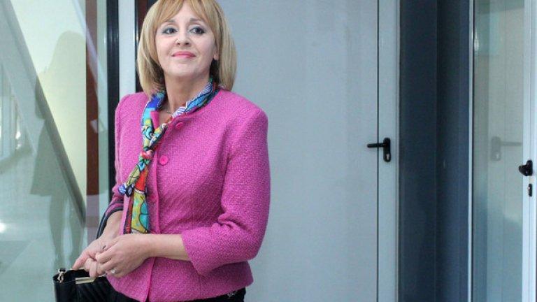 Мая Манолова прие 117 жалби във влака София-Варна