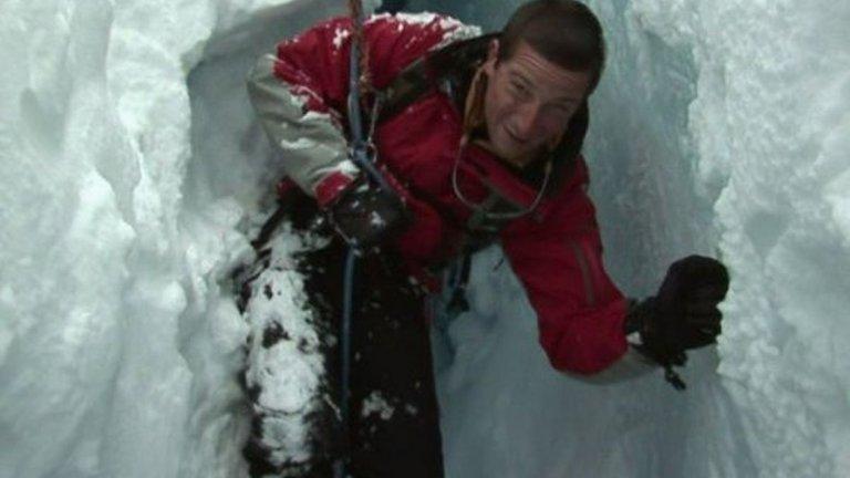 3. Изкачва връх Еверест, когато е на 23  Подвигът е от далечната 1998-а и по това време Грилс става един от най-младите алпинисти, преборили се с най-високия връх. Това, което прави успеха му още по-специален, е, че Грилс се насочва към планината само 18 месеца след като се е възстановил от тежката контузия на гърба, получена при парашутния инцидент.