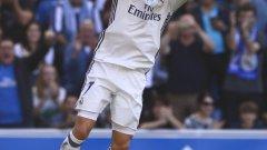 Роналдо вкара три гола и задържа Реал начело в класирането