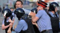 Какво се случи в неделя и в понеделник и защо то е важно?  На снимката: ареста на Алексей Навални в Москва в неделя