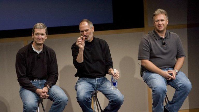Тим Кук, още като COO на компанията, заедно с покойния вече Стив Джобс и Фил Шилер отговарят на въпроси на премиерата на новия iMac на седми август 2007 година