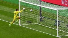 Патрик Шик вкара гол от центъра срещу Шотландия! (видео)