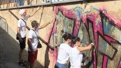 Млади доброволци превръщат подлези в градско изкуство