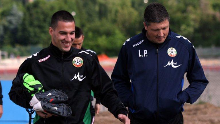 Ивелин Попов с бившия селекционер Любослав Пенев. Скоро и футболистът, както и треньорът, може да не е в националния.