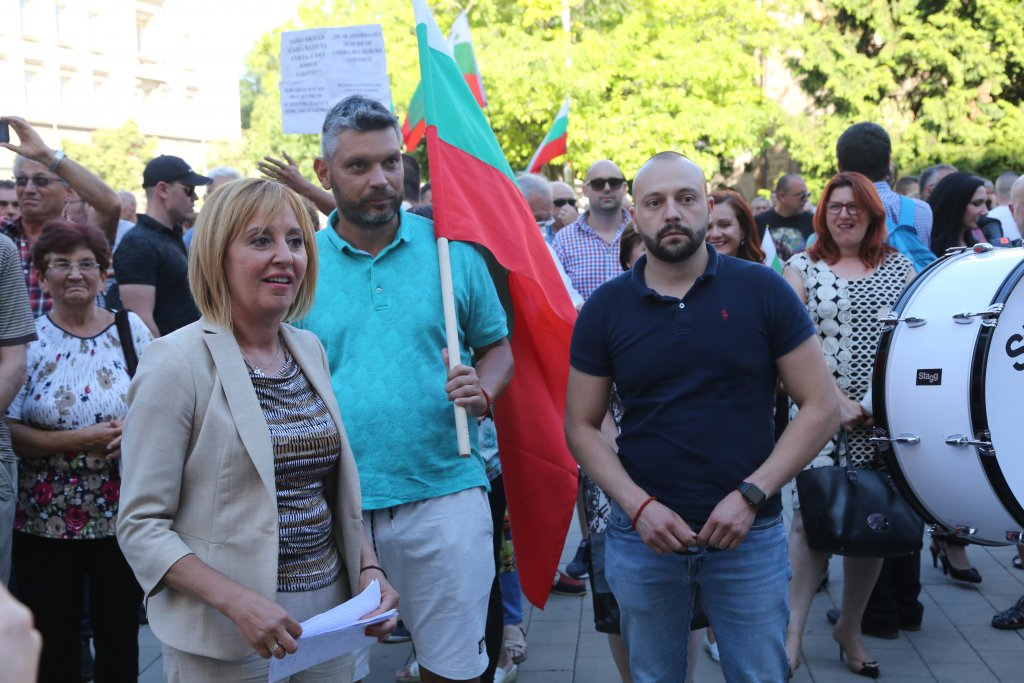 """Бившият омбудсман и настоящ лидер на гражданското движение """"ИзправиСе.БГ"""" Мая Манолова на протеста"""