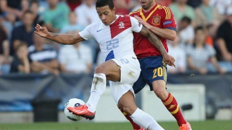 2 Печели Европейското първенство до 17 г. през 2011-а. Депай започва кариерата си в националните гарнитури на Холандия на 16 и бележи един от головете във финала при победата с 5:2 над Германия.