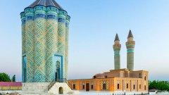 Въпреки че е откъснат от Азербайджан, той е населяван от 450 хил. души и е най-големият ексклав в света