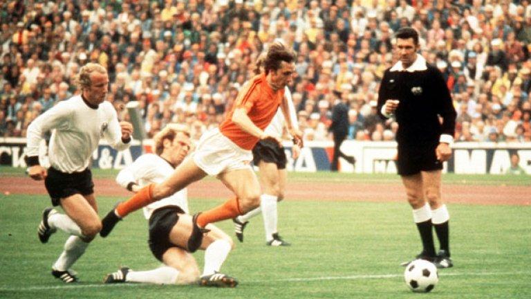 С Холандия игра финал на Мондиал 1974, загубен от Германия с 1:2.