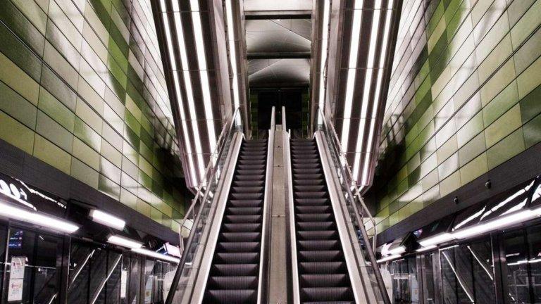 Пълна обиколка на цялата линия отнема 24 минути. Средната скорост е около 40 километра в час, но когато влакът достигне максимална скорост, той може да пътува с 90 километра в час.