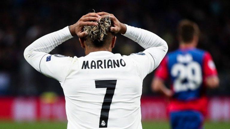 2. Сезонът на Реал бързо може да се превърне във фиаско  Джулен Лопетеги започна периода си начело на Реал Мадрид със загуба от Атлетико за Суперкупата на Европа, но после сезонът тръгна добре за Кралския клуб. Бензема и Бейл вкарваха, наредиха се няколко победи и липсата на Роналдо не се усещаше. Впечатляващата игра при 3:0 над Рома в Шампионската лига наведе на мисълта, че Реал може и да не е по-слаб, отколкото със Зидан и Роналдо. Головете обаче секнаха, Бейл получи поредна контузия, Бензема отново изчезна на терена, а резултатите рязко се влошиха, за да се стигне до изненадата 0:1 от ЦСКА Москва. Издънката едва ли ще застраши излизането на Реал от тази група, но тя напомни, че сезонът ще е доста труден и още няколко такива резултата могат бързо да го превърнат в кошмарен.