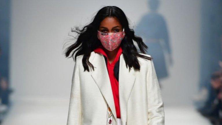На Берлинската седмица на модата през януари в шоуто Neonyt също бяха представени идеи как да се съчетава маската с облеклото. На снимката виждаме облекло от няколко различни марки.