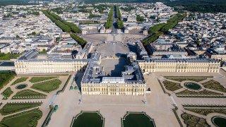 Защо Версайският дворец е кралската тоалетна на Франция