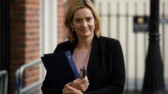 """Тя определи уволнението на 21 депутати, които не подкрепят премиера, за """"покушение срещу благоприличието и демокрацията"""""""