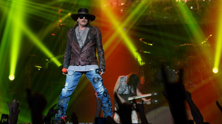 Аксел остана фронтмен и единствен постоянен член на Guns N' Roses