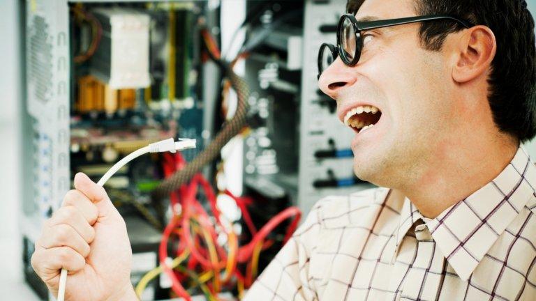 Понякога човек надценява способностите си и решава сам да се опита да оправи повредения си компютър. Ето някои от най-лошите решения, за които професионални техници разказват:
