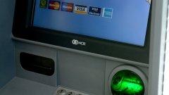 Вече можете да теглите пари от банкомат безконтактно