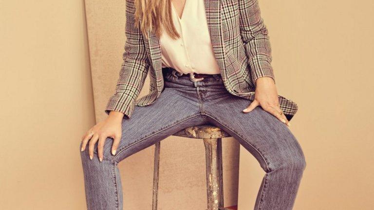 Аманда Байнс   Аманда Байнс е сред бившите тийн звезди, които не успяха да понесат славата. Тя претърпя редица скандали, проблеми със закона и престои в клиники за рехабилитация от алкохолна и наркотична зависимост.   Сега Байнс се връща както към стилния външен вид, така и към училище - тя следва моден дизайн в Модния институт в Калифорния и е твърдо решена да се превърне в успешен дизайнер.