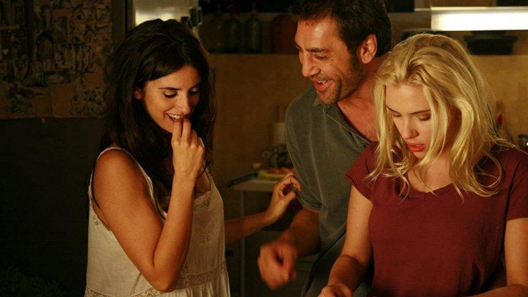 """През 2009 г. Пенелопе Крус взима първия си """"Оскар"""" за филма """"Вики, Кристина, Барселона"""" на Уди Алън. В него тя играе Мария Елена - неуравновесена и темпераментна художничка, която се развежда със своя също толкова артистичен съпруг (Хавиер Бардем), докато междувременно става част и от любовен триъгълник с него и млада американка, дошла на екскурзия (Скарлет Йохансон).През 2010 г. Бардем и Крус за пръв път се появяват заедно на наградите """"Гоя"""", а през същата година сключват и брак на тайна церемония. Двамата почти никога не обсъждат отношенията си, а Бардем коментира пред Vulture следното: """"Това сме ние - Пенелопе и аз. Затова трябва да защитаваме това """"нас"""". Семейството има и две деца: Леонардо (роден през 2011 г.) и Луна (през 2013 г.)"""