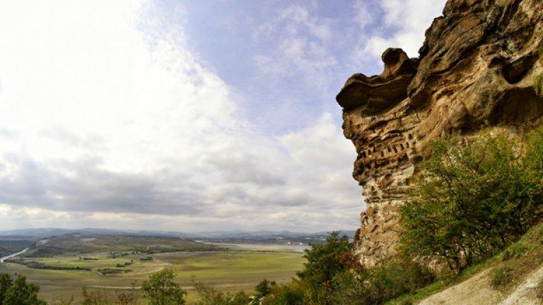 """В превод Читкая означава """"Зидана скала"""". Името идва от тракийската крепост, която някога се е намирала край тези скали"""