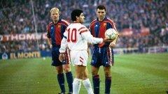 Диего Армандо Марадона и Христо Стоичков ще се прегърнат на 20 май в София. Аржентинецът никога не е идвал в България, но е ВИП звезда №1 в шоуто на номер 8. Третият на култовата снимка - Роналд Куман, капитан на дриймтима на Барса от 90-те, също е поканен, но трудно ще дойде заради ангажиментите си на действащ мениджър във Висшата лига със Саутхемптън.