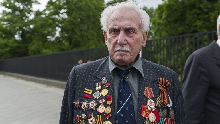 Ветеранът Давид Душман става шампион по фехтовка след войната