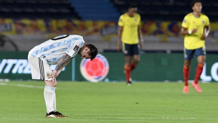 Аржентина бе на секунди от победата, но гол дълбоко в продълженията донесе точката за Колумбия