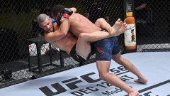 Един от най-странните и най-бруталните нокаути в UFC (видео)