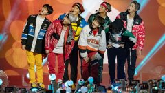 """BTS (""""Beyond the Scene"""")    Корейската поп-група, създадена преди 5 години, продължава да трупа фенове от цял свят. През последната година BTS успяха да подобрят собствения си рекорд за най-добро представяне на корейски албум в Billboard. Истинският двигател на успеха им обаче е вярната им база от фенове в социалните мрежи, които дебнат с нетърпение всяка новина, туит или клип на седморката. Само за 24 часа видеото към песента Fake Love почти успя да задмине вечните рекорди по гледаемост на Тейлър Суифт и Psy. В момента групата има най-малко 50 млн. последователи в англоезичните социални мрежи."""